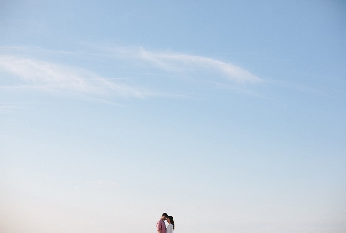 00_heidivailphotography_brewster_wing_island_engagement_session_blue_sky