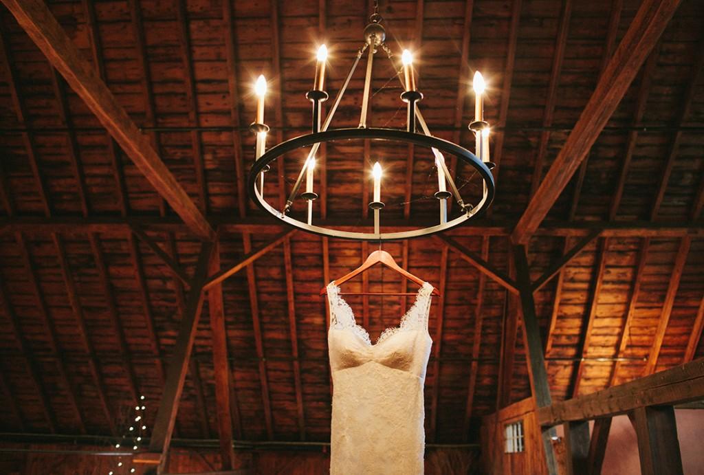 03_heidi_vail_Photography_vermont_lang_farm_barn_wedding_lace_dress