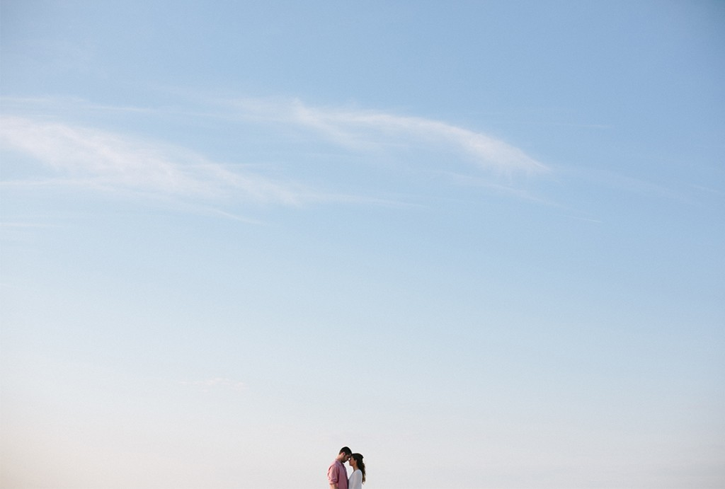 19_heidivailphotography_brewster_wing_island_engagement_session_blue_sky