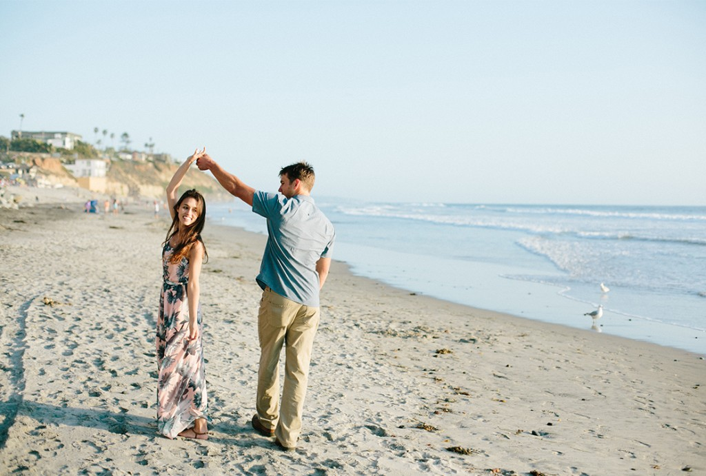 08_southern_california_engagement_photography_dance_on_Moonlight_Beach_encinitas