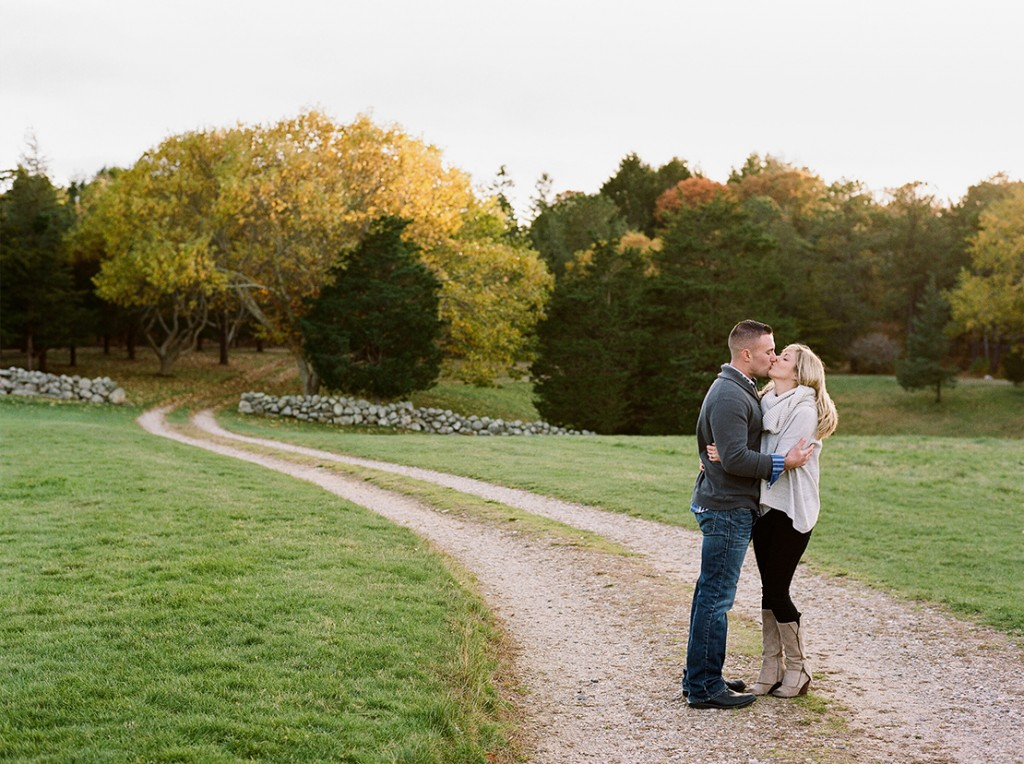 03_Bourne_farm_kiss-engagment_session_new_england_wedding_photographer