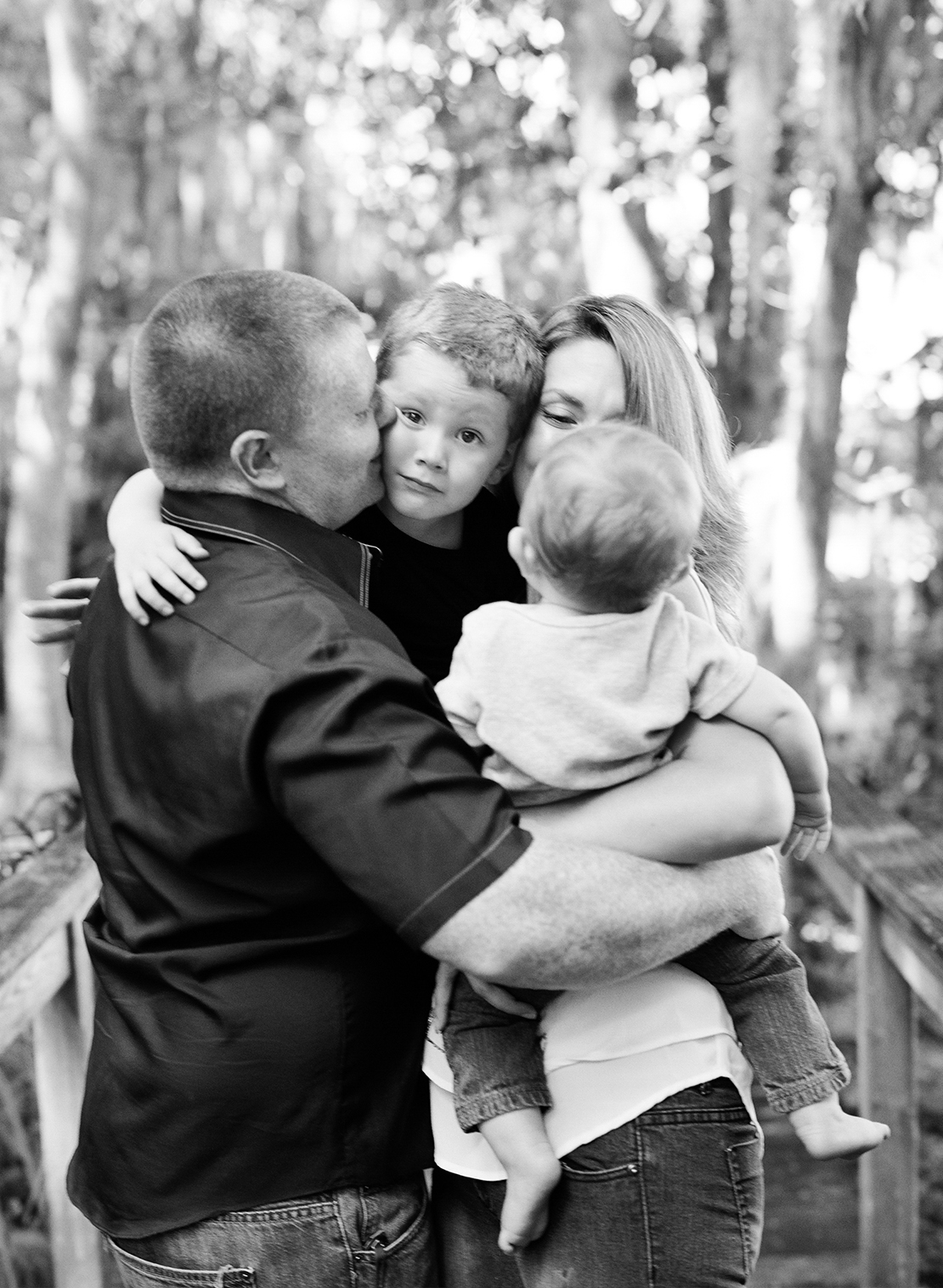 08_family_hug_portrait_photographer-orlando_florida