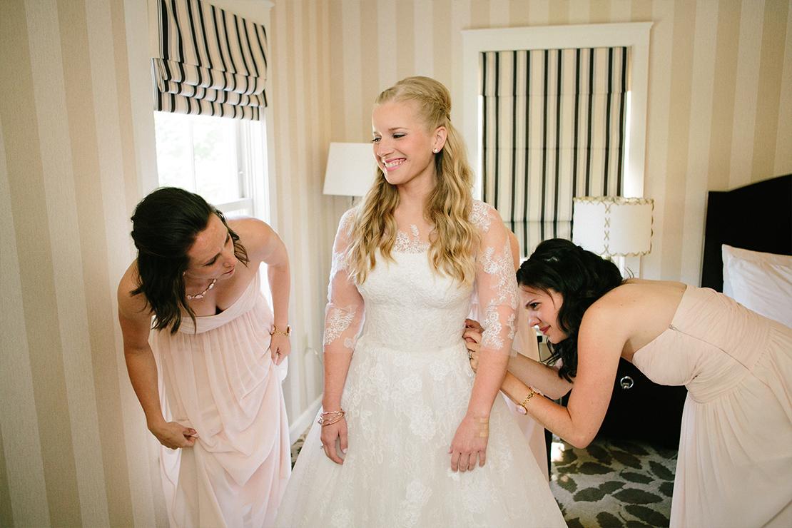 06_monique_lhuillier_wedding_gowns