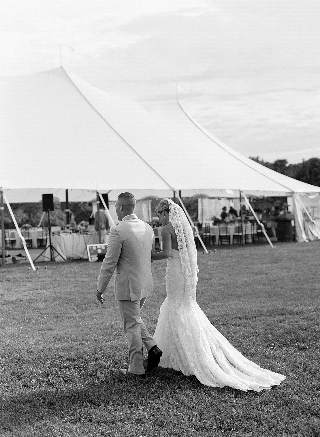 23_falmouth_massachusetts_tented_wedding_bourne_farm_photography