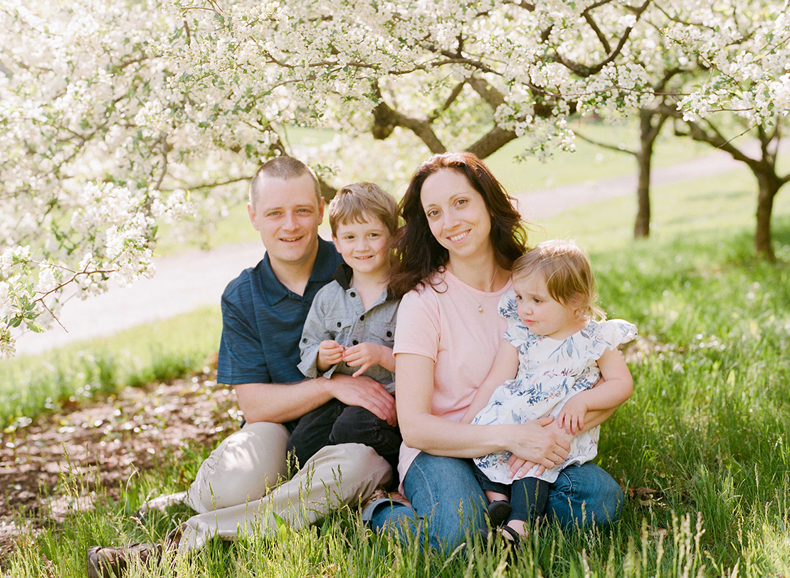 14_family_portrait_photography_boston_massachusetts_springtime_blossoms_arnold_arboretum