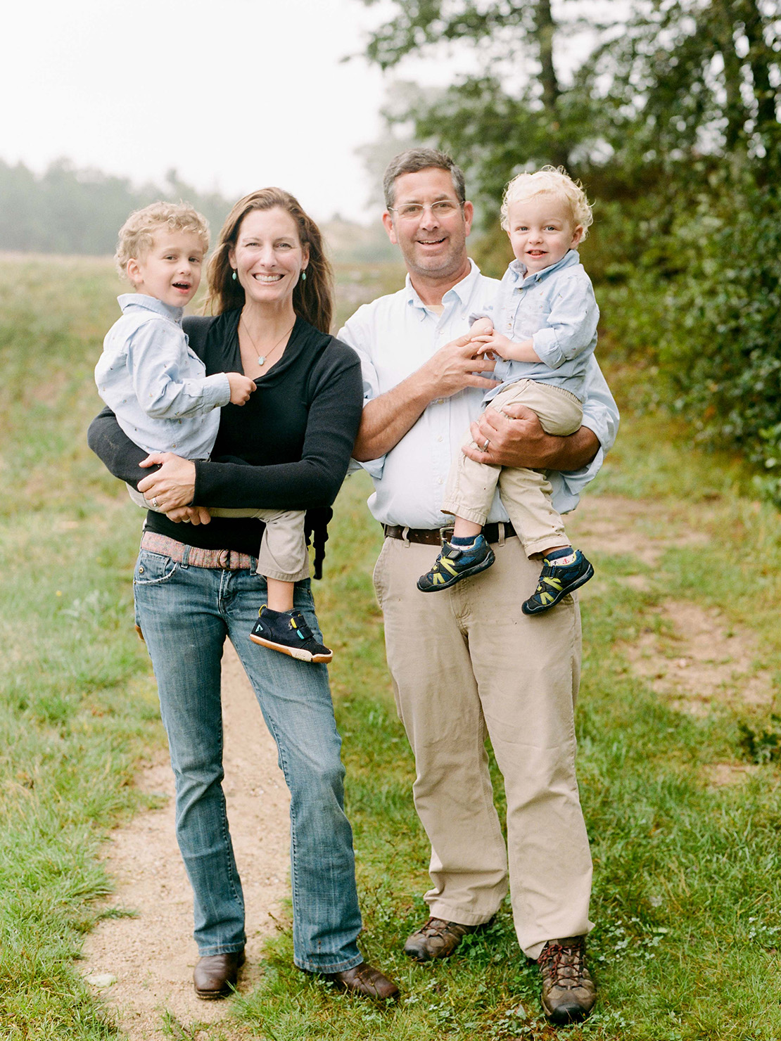 13_New_England_family_portrait_photographer_heidi_vail_cape_cod_cranberry_bog