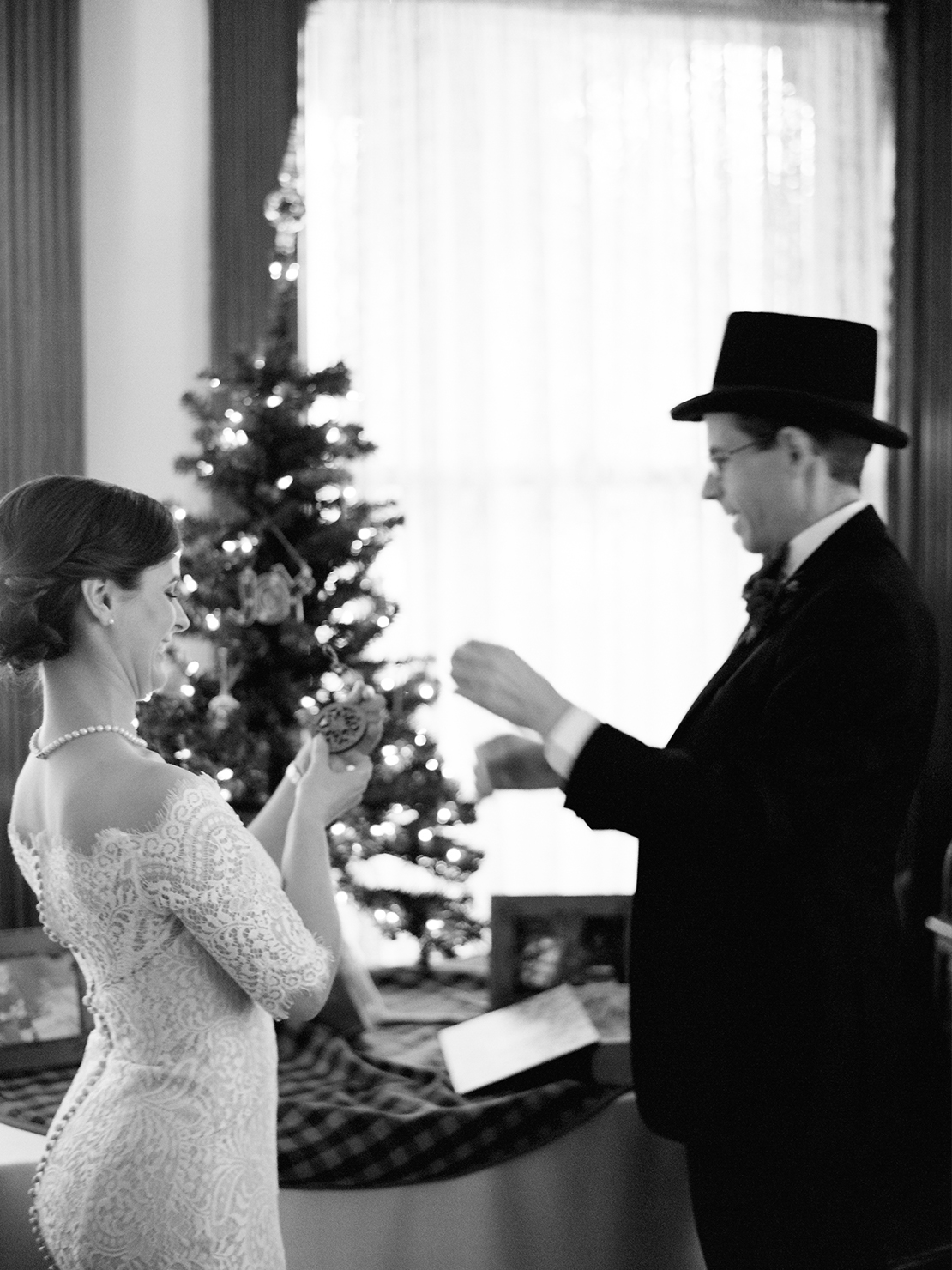 14_bride_groom_decorating_tree