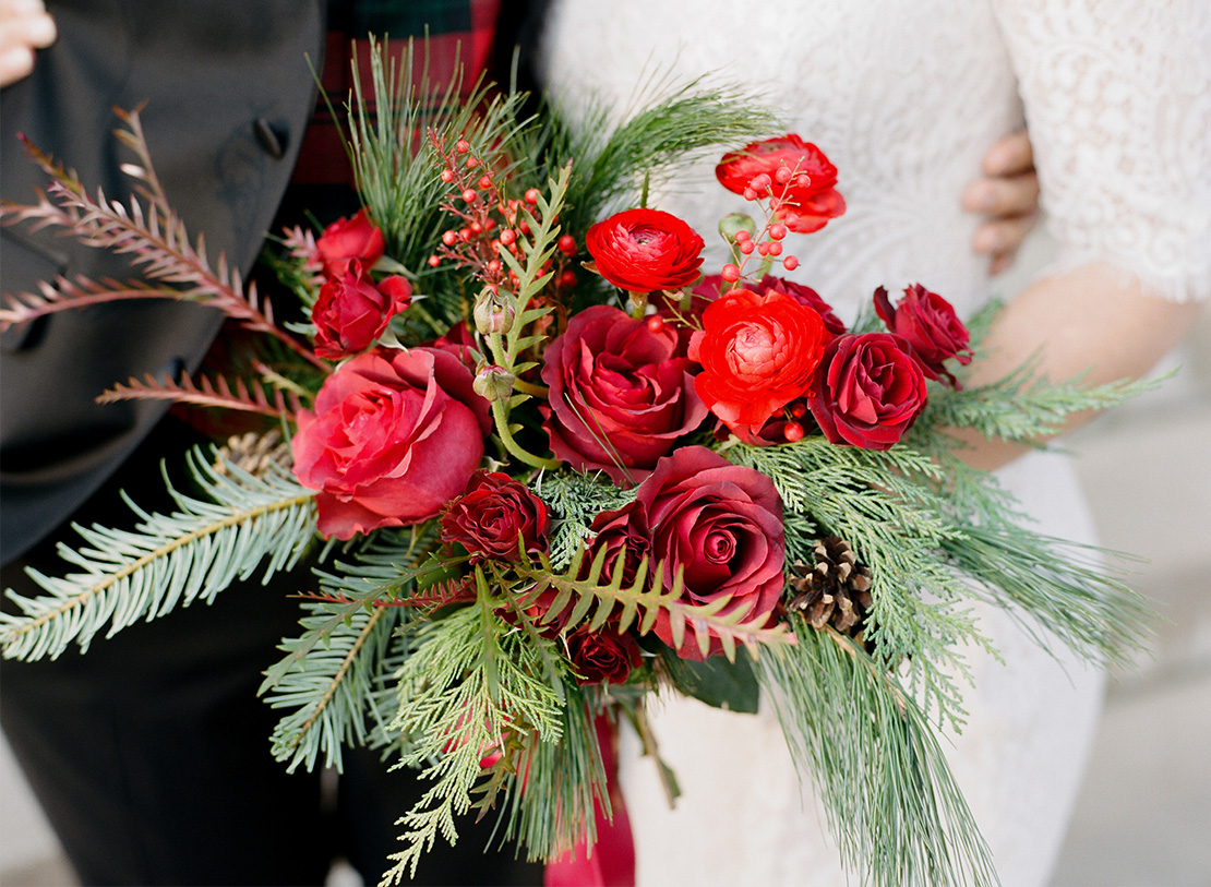 15_fluer_fresh_winter_wedding_bouquet_summit_manor