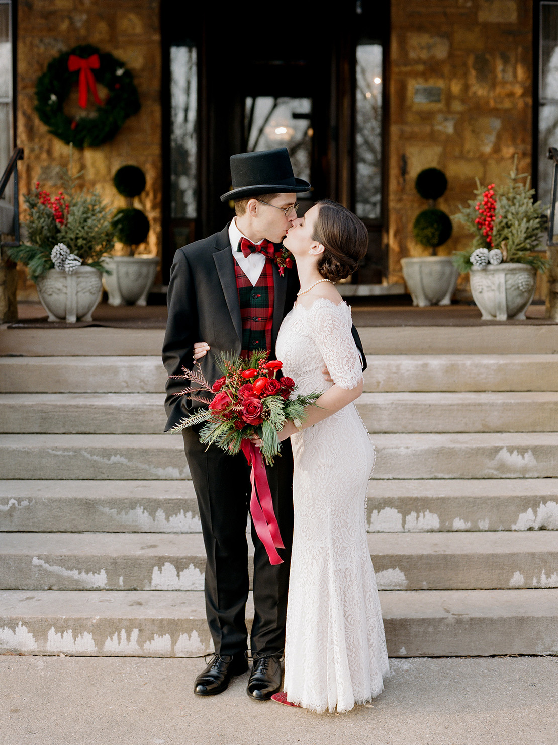 17_Summit_Manor_Winter_Wedding_Saint_Paul_Minnesota_Destination_Wedding_photographer