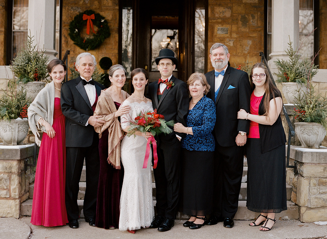 19_Family_Formals_Winter_Wedding_summit_manor_saint_paul